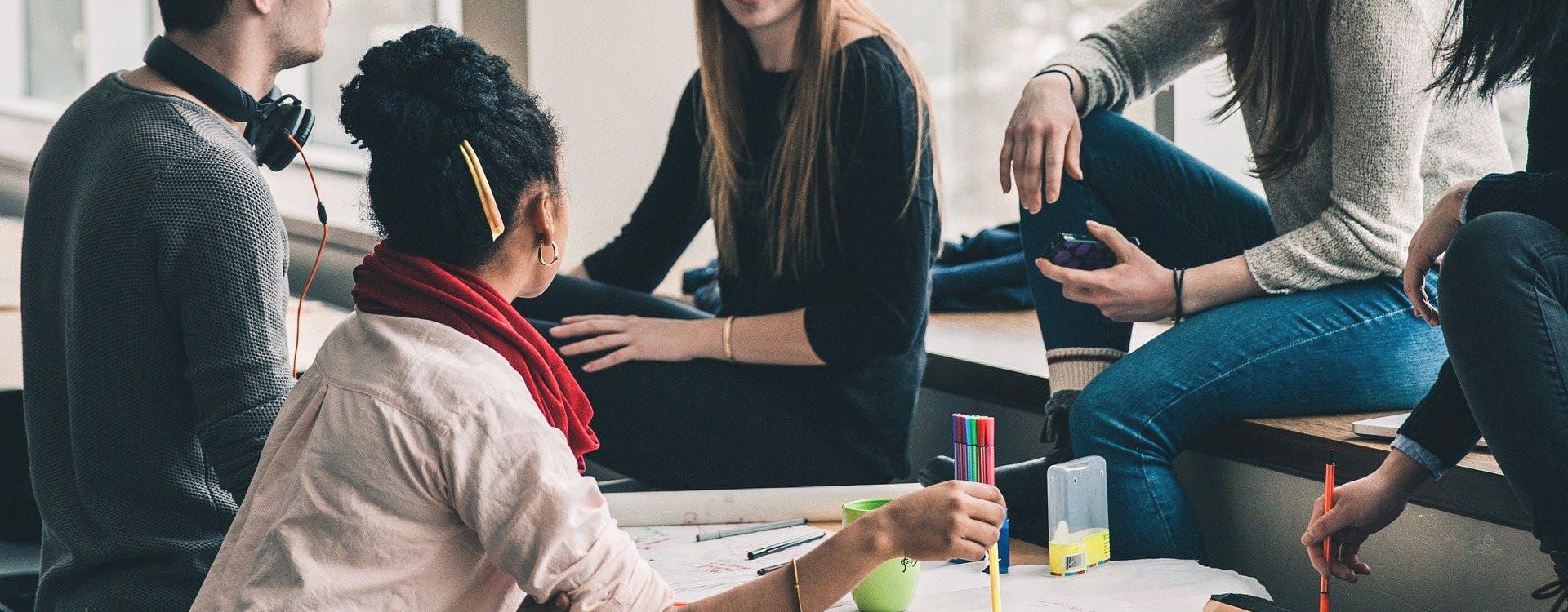 Symbolfoto Fortbildung: Diskussion in einer Arbeitsgruppe